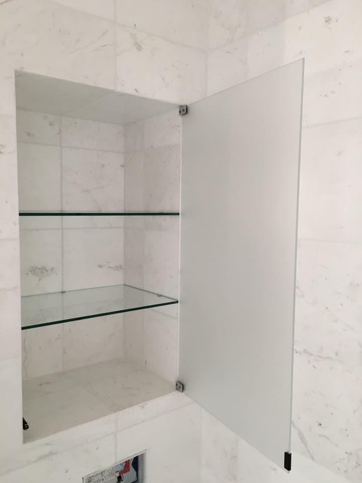 mvs niche salle de bain avec porte dépoli + étagères ...